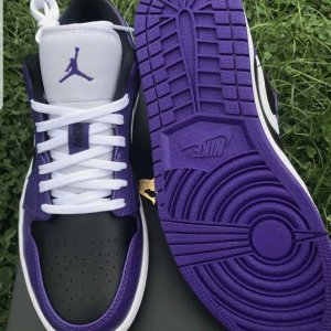 nike air jordan low purple
