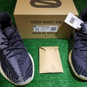 adidas yeezy boost carbon size 11